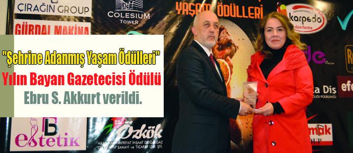 Yılın Bayan Gazetecisi Ödülü Ebru S. Akkurt verildi.